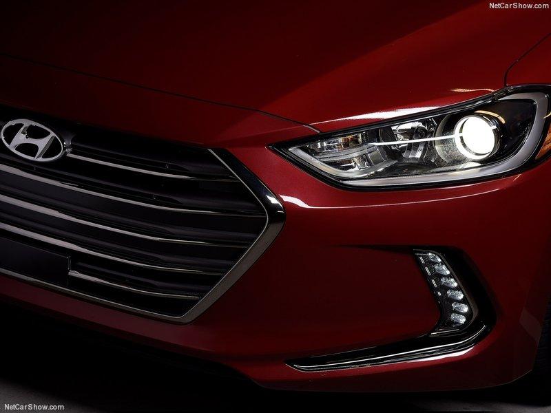 Hyundai-Elantra-2017-800-2b.jpg