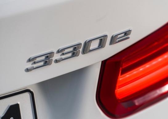 BMW-330e-2016-800-4f