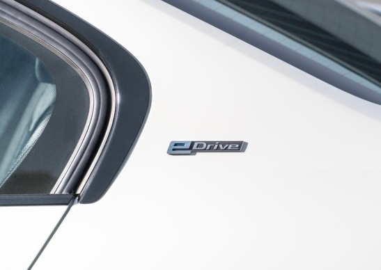 BMW-330e-2016-800-50