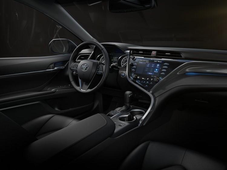 Toyota-Camry-2018-800-4b