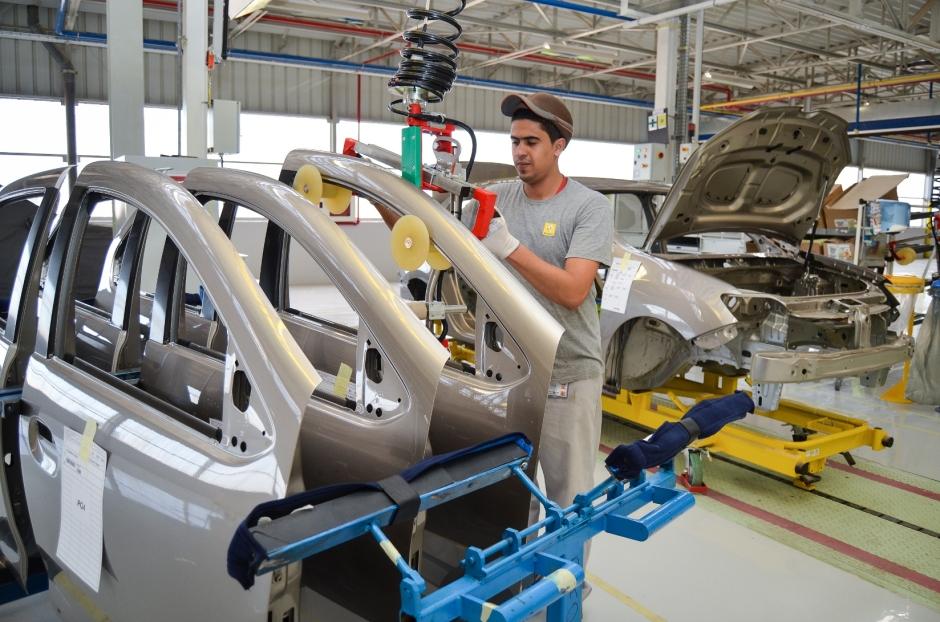 renault-builds-symbol-sedan-at-first-car-factory-in-algeria-video_2.jpg