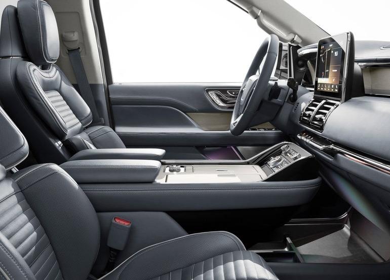 Lincoln-Navigator-2018-800-0a