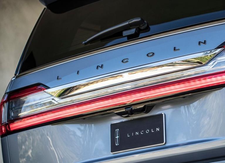 Lincoln-Navigator-2018-800-16