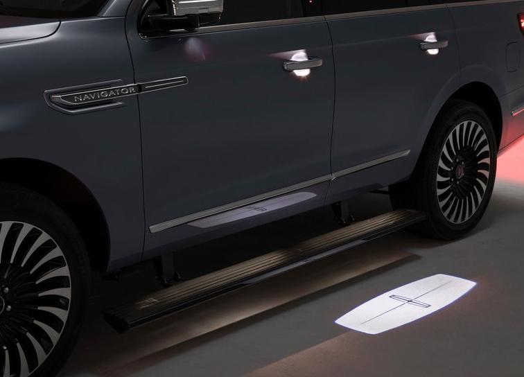 Lincoln-Navigator-2018-800-17