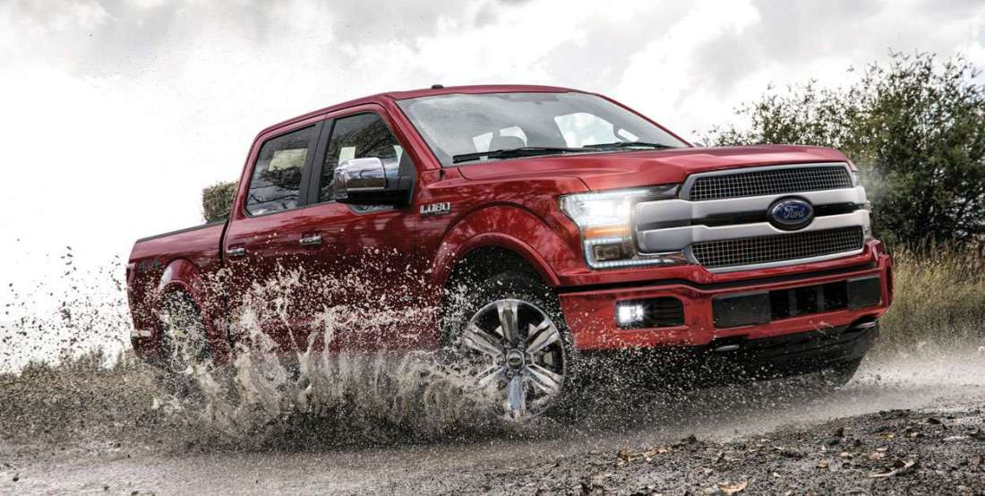 ford-lobo-2019-camioneta-pick-up-exterior-platinum-lateral-roja-agua-lodo-luces