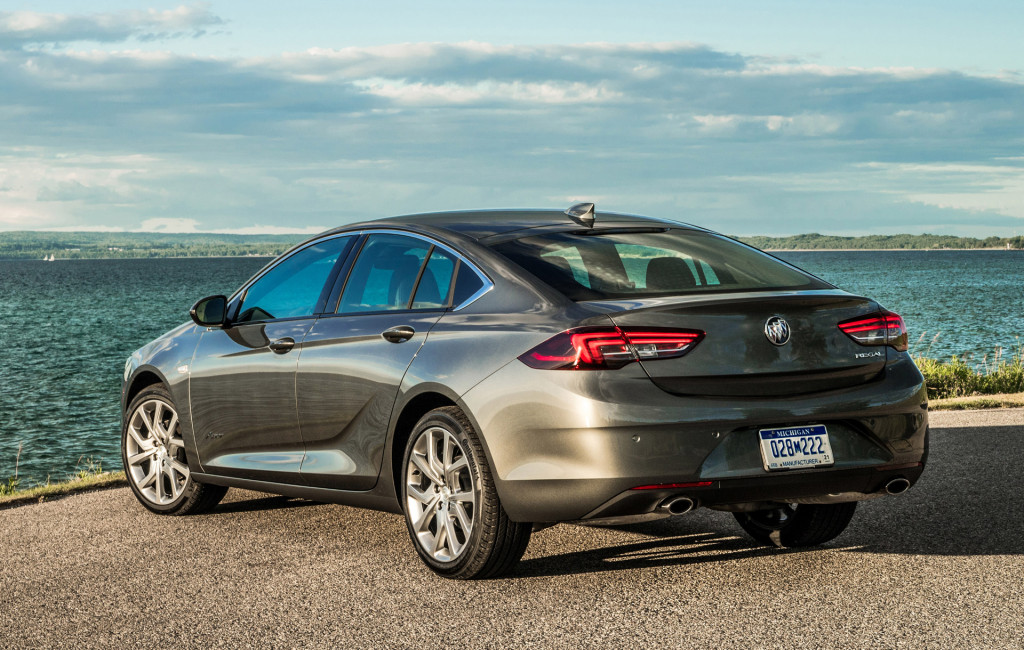 2019-buick-regal_100664448_l.jpg