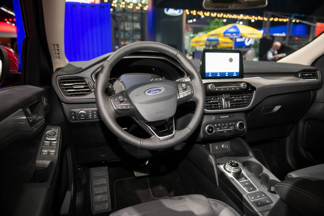 2020-ford-escape_100698720_h