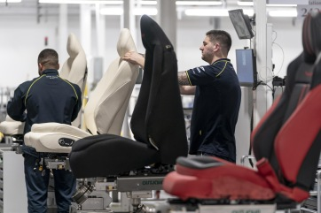 aston-martin-dbx-production-at-plant-in-st-athan-wales_100727798_h