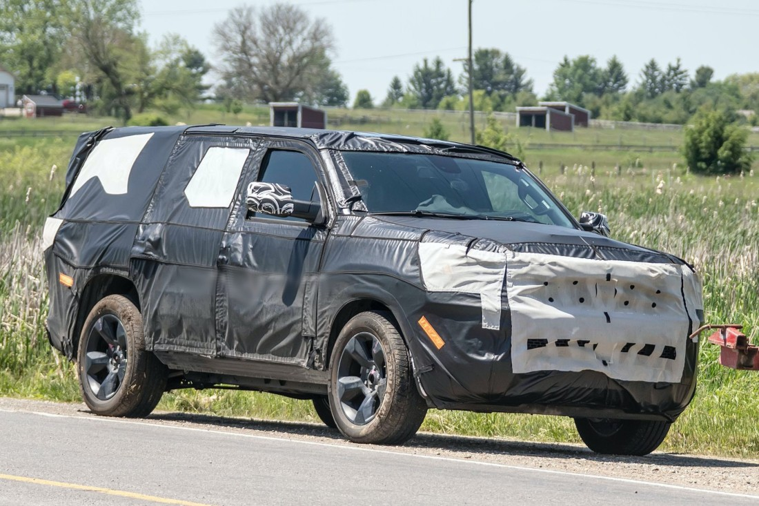 2022-Jeep-Grand-Wagoneer-spy-shots-11