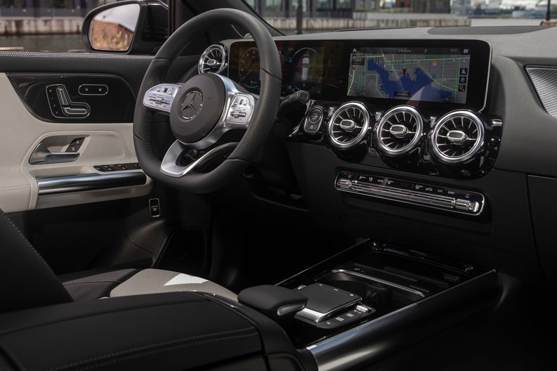 Mercedes-Benz-GLA_US-Version-2021-800-6c