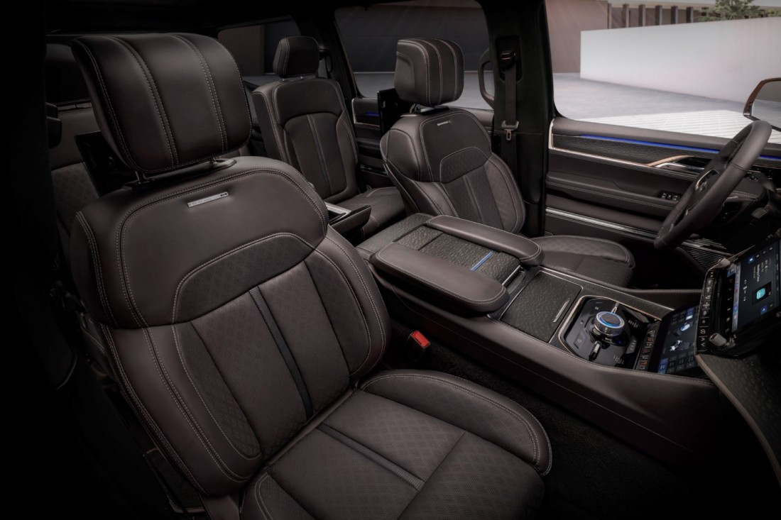Jeep® Grand Wagoneer Concept_35