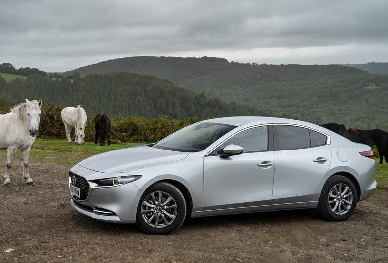 Mazda-3_Sedan-07