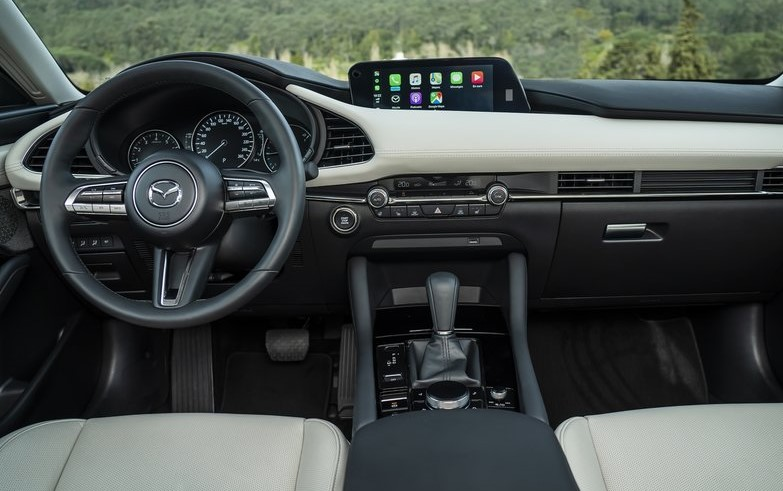 Mazda-3_Sedan-62