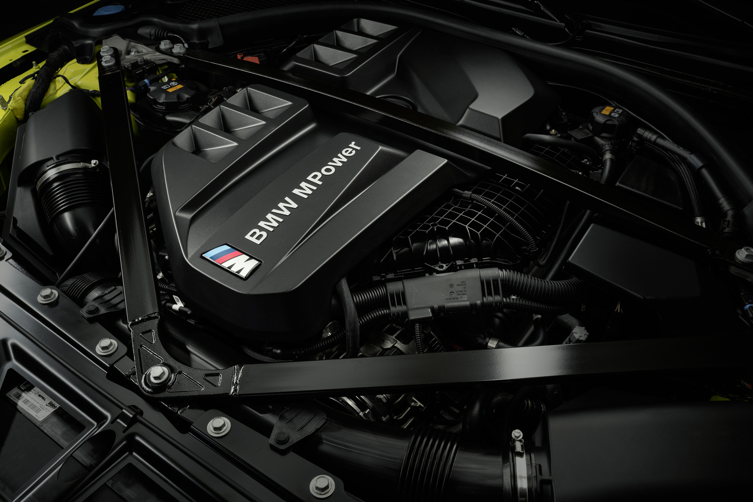 P90399280_highRes_the-new-bmw-m4-compe