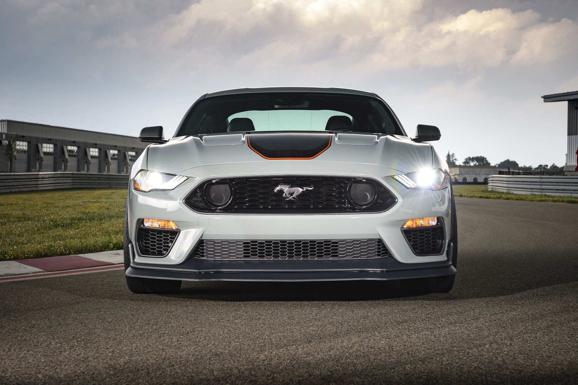 ford-mustang_100749347_h