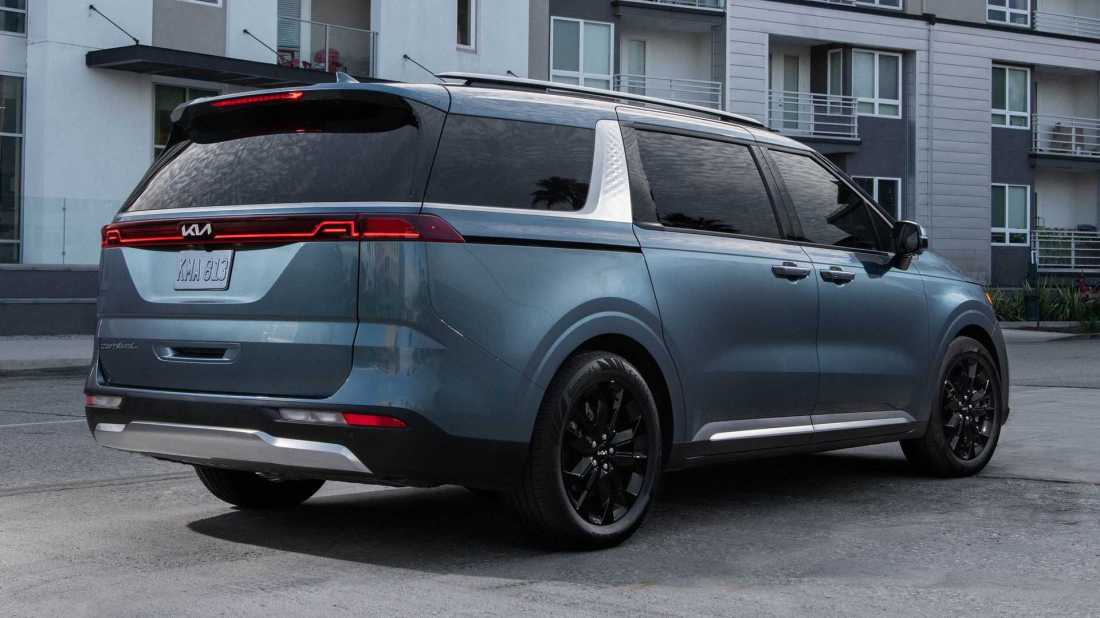 2022-kia-carnival-exterior-rear-quarter