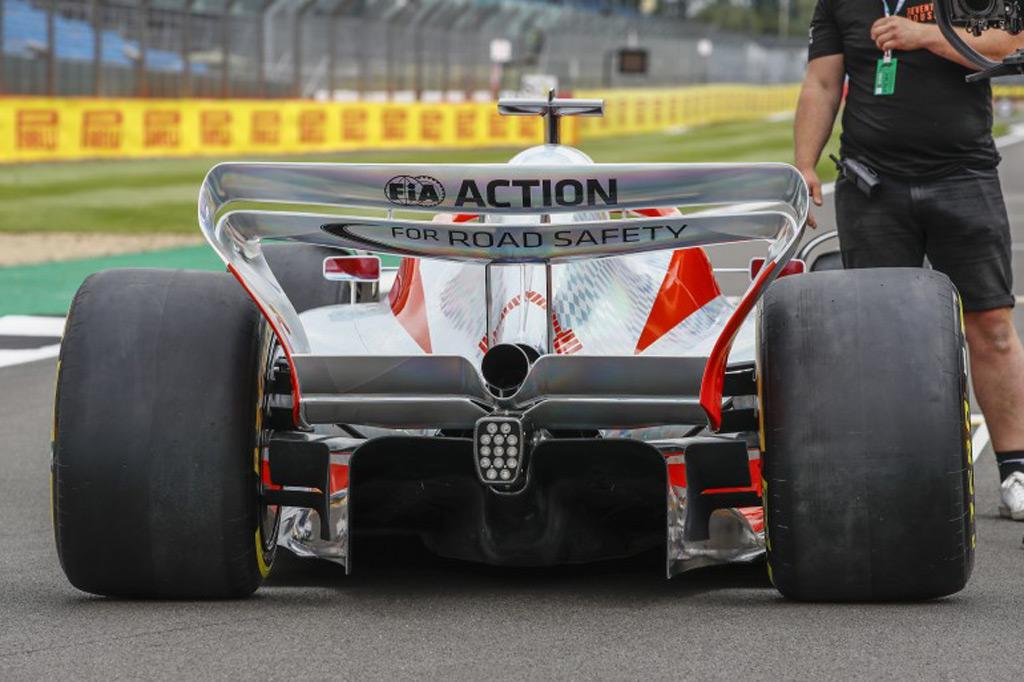 2022-formula-one-race-car-concept_100799622_l