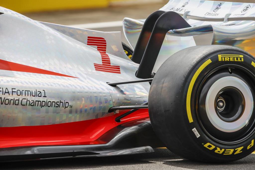 2022-formula-one-race-car-concept_100799623_l