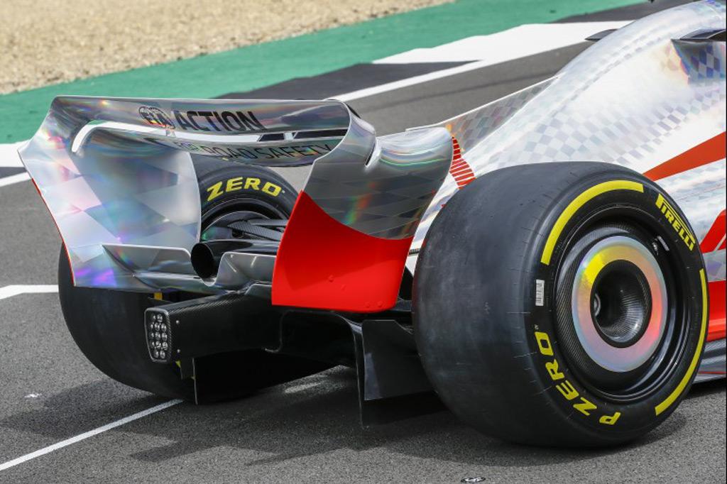 2022-formula-one-race-car-concept_100799624_l