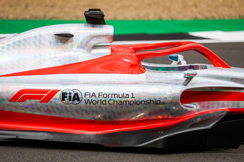 2022-formula-one-race-car-concept_100799625_l